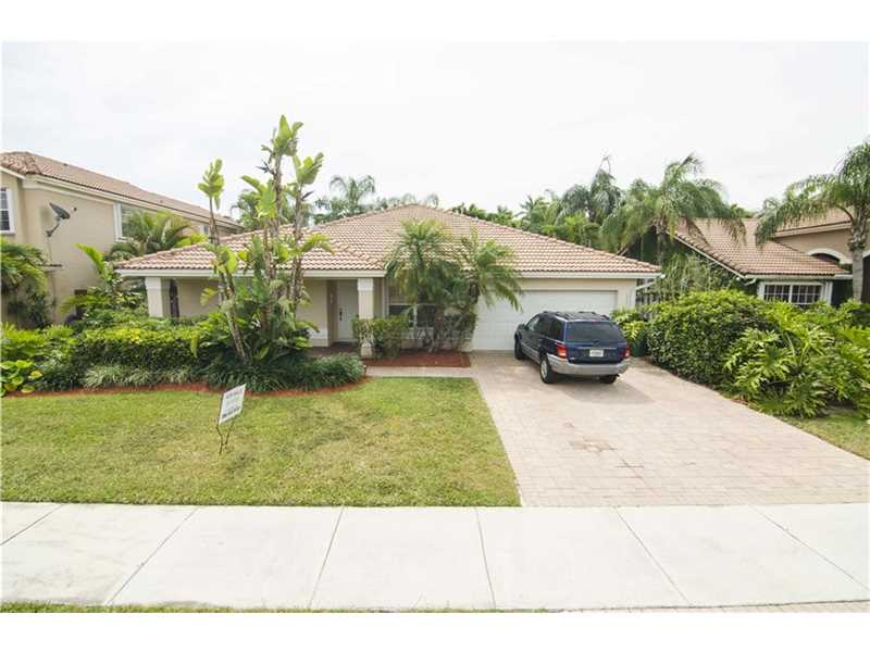 Single Family Home in Kendall