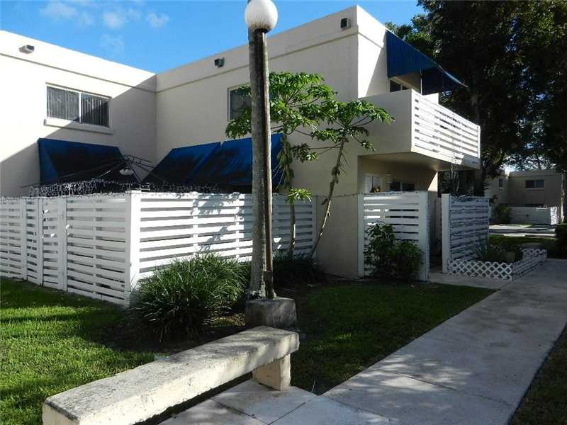 Kendall Townhome – Great for Investment